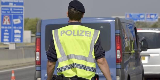 """Autriche: 24 migrants afghans découverts dans une """"prison sur roues"""" - La DH"""