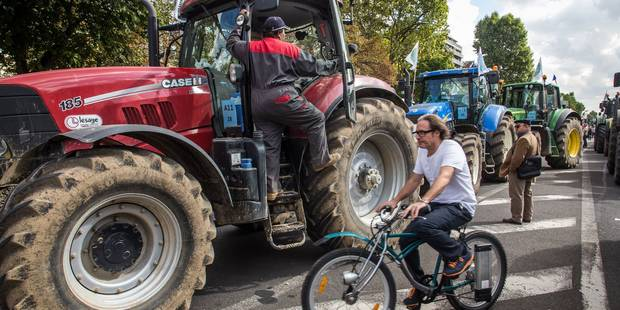 Agriculteurs en colère: le tunnel Reyers est fermé - La DH