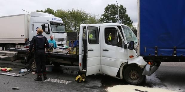 Accident sur l E42 à Gosselies  le chauffeur de la camionnette est décédé  (PHOTOS) - La DH f98ead749a63