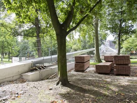 LIEGE. LE PLANCHER, DE LA PASSERELLE BOVERIE, EST ARRIVE. Photo michel tonneau