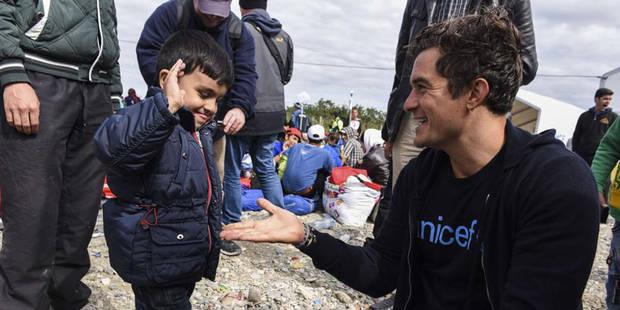 Orlando Bloom vient en aide aux migrants à la frontière gréco-macédonienne - La DH