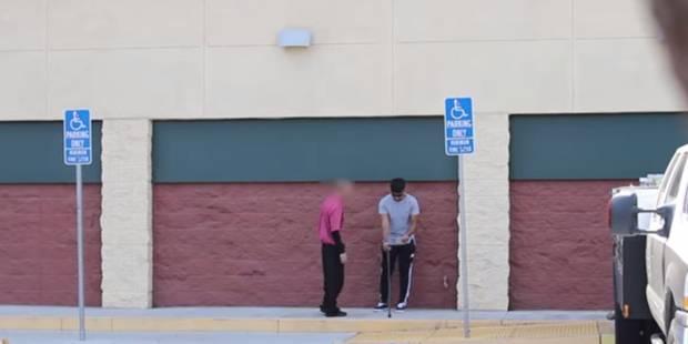 Un aveugle tend un billet gagnant du Lotto aux passants (VIDEO) - La DH