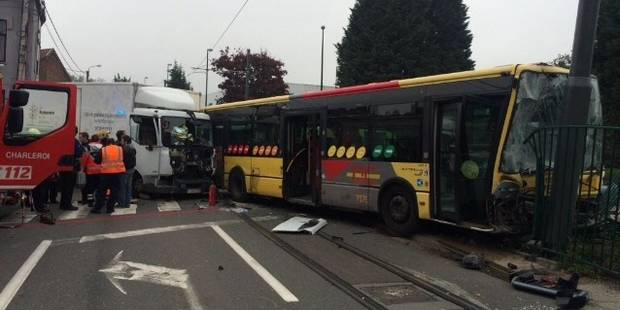 Gosselies: plusieurs blessés lors d'une collision entre un bus et un camion - La DH