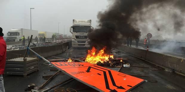 Grève générale à Liège: feux allumés et chaussées abîmées sur la E40 - La DH
