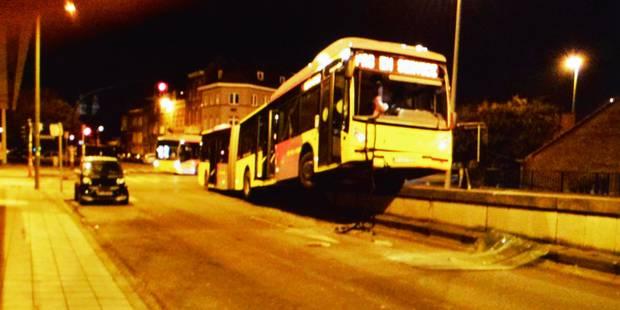 Tournai : Un bus Tec en fâcheuse posture - La DH