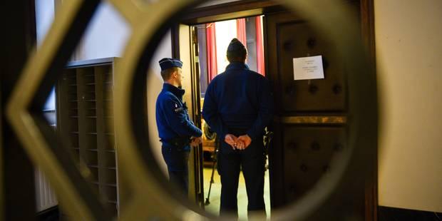 Quatre policiers fédéraux acquittés de violences envers des sans-abri - La DH