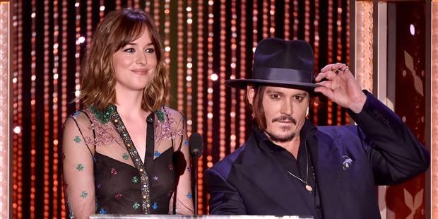 Dakota Johnson oublie son soutien-gorge aux Hollywood Film Awards - La DH