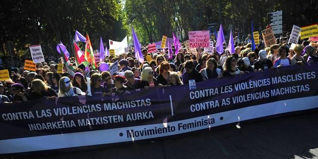 Des dizaines de milliers de manifestants à Madrid contre les violences conjugales - La DH