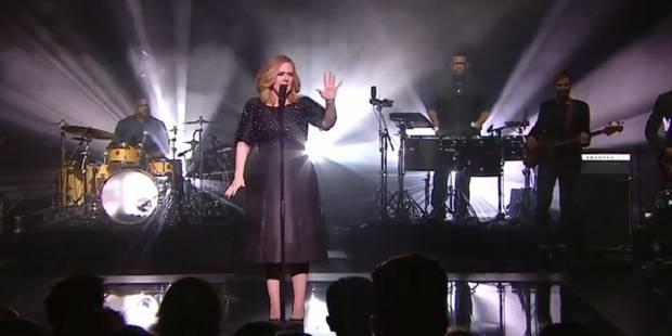 """Deux ans après, Adele retrouve la scène et enflamme les """"NRJ Music Awards"""" (VIDEO) - La DH"""
