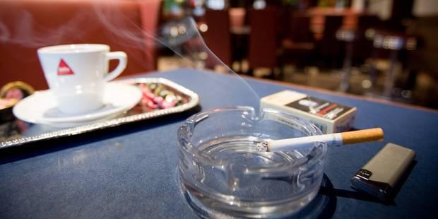 Fumer dans les cafés: les amendes, ça marche! - La DH