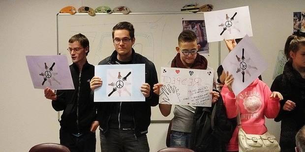 """""""Tous unis contre la barbarie"""": une école de Courcelles rend hommage aux victimes des attentats (VIDEO) - La DH"""