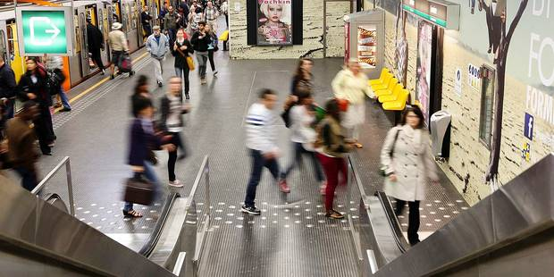 Le Wi-Fi dans le métro bruxellois, c'est pour 2016 - La DH