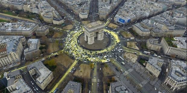 Spectaculaire action de Greenpeace à Paris (Photos et Vidéos) - La DH