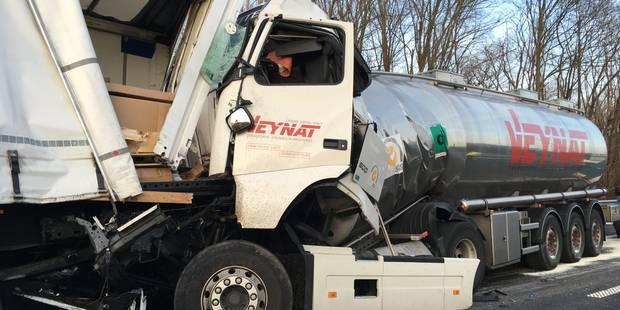 L'autoroute E19 fermée à la suite d'un accident avec 4 poids lourds à Pommeroeul - La DH