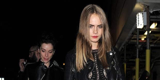 Cara Delevingne s'indigne contre un paparazzi qui a tenté de prendre une photo sous sa jupe - La DH