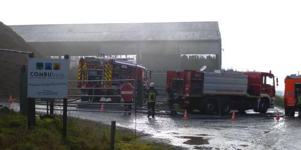 Important incendie chez Combubois à Fauvilliers (PHOTOS) - La DH