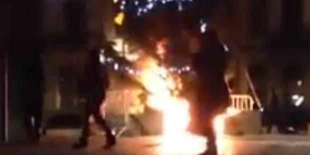 Une bande de jeunes se filme en train de faire brûler un sapin à Anderlecht (VIDÉO) - La DH