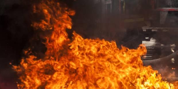 Violent incendie dans une habitation de Marchin - La DH