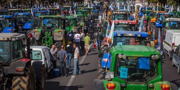 Des agriculteurs massés à la frontière franco-belge ce mercredi matin - La DH