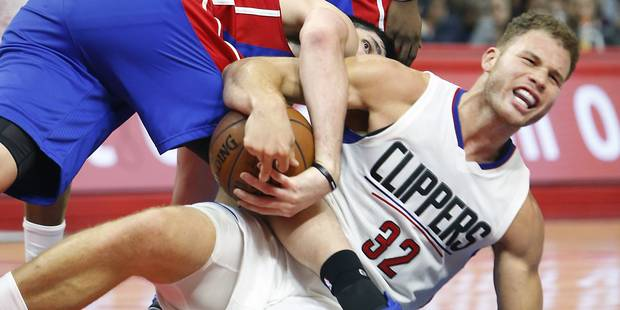 Une star de la NBA se casse la main en frappant un membre du staff - La DH