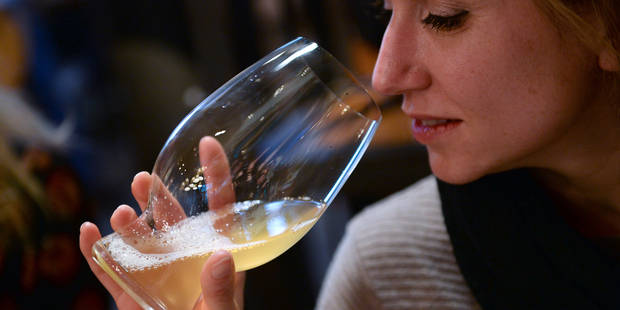 Les femmes et la bière: les clichés d'AB InBev dénoncés - La DH