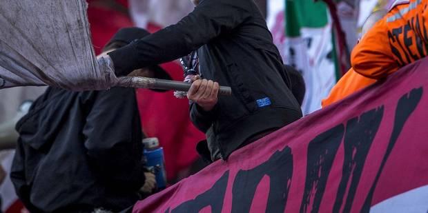 Un fan du Standard se tape la tête contre les murs et blesse trois policiers - La DH