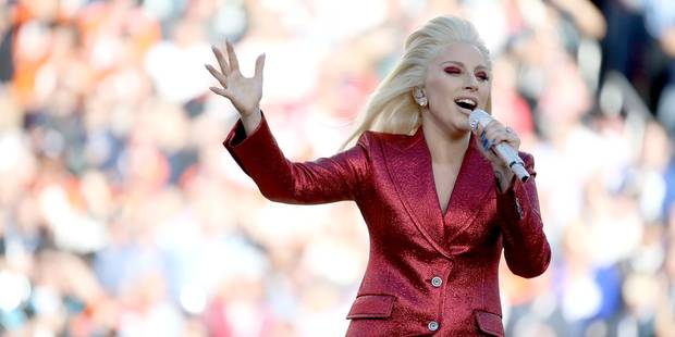 Quand Lady Gaga entonne l'hymne américain, c'est impressionnant ! - La DH