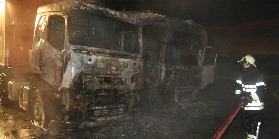 Deux camions en feu à Wanfercee-Baulet