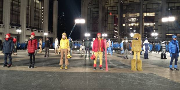 Froid polaire sur New York... Mais Moncler défile dehors ! - La DH