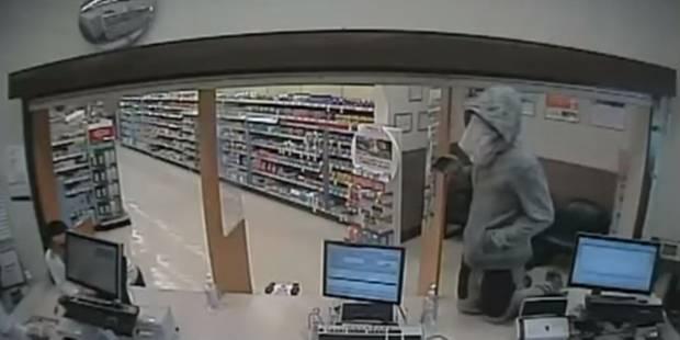 Il veut dévaliser une pharmacie, mais se fait déshabiller par un client (VIDEO) - La DH