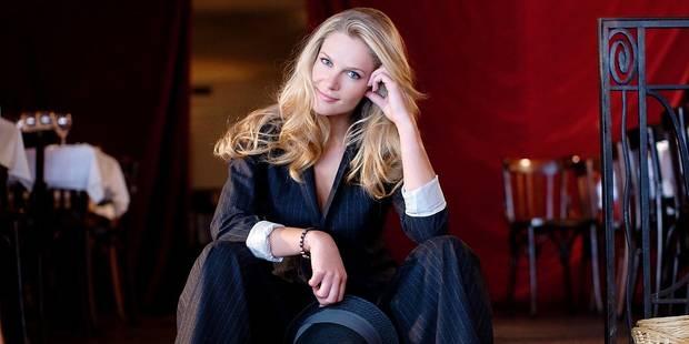 Exclusif: Sandrine Corman se lance dans la vente de vêtements ! - La DH