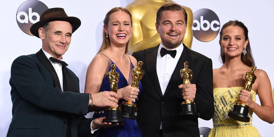 Mark Rylance, Brie Larson, Leonardo DiCaprio et Alicia Vikander (de gauche à droite) réunis sur une même photo lors de la 88e cérémonie des Oscars.