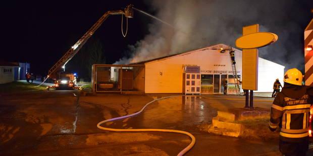 Pas de communication entre la police et les pompiers lors d'un incendie à Couvin? - La DH