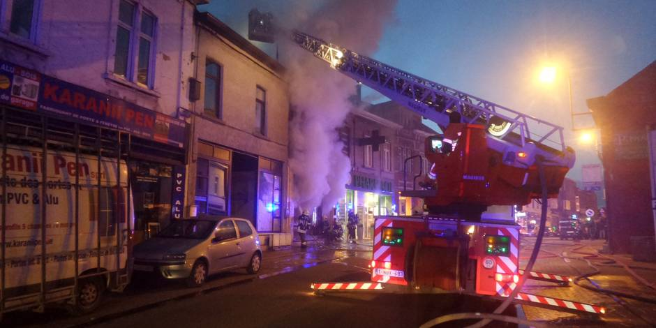 Un magasin et des appartements partent en fumée à Jumet