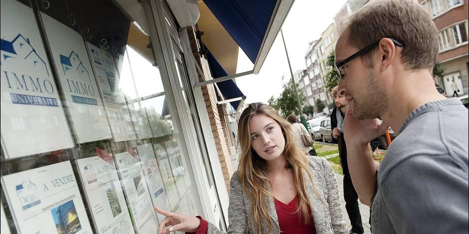 Illu: Young couple & real estate