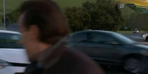 Une voiture fonce sur un journaliste en duplex (VIDEO) - La DH