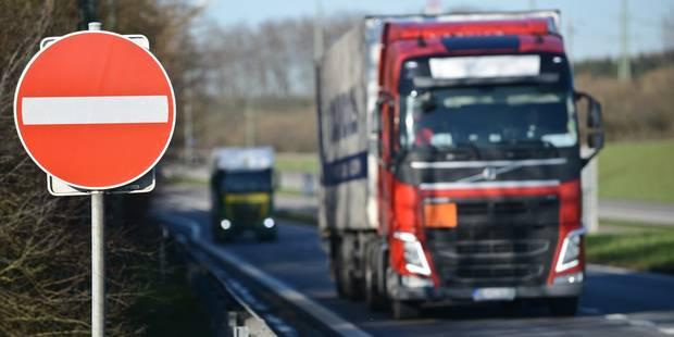 Perte de 30 tonnes de chargement sur la N812: une portion de la route fermée - La DH