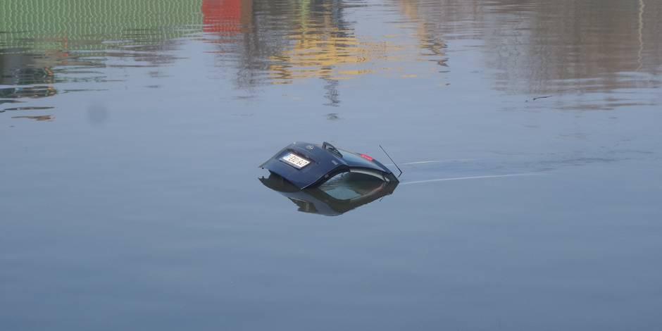 Courcelles: Une voiture dans le canal