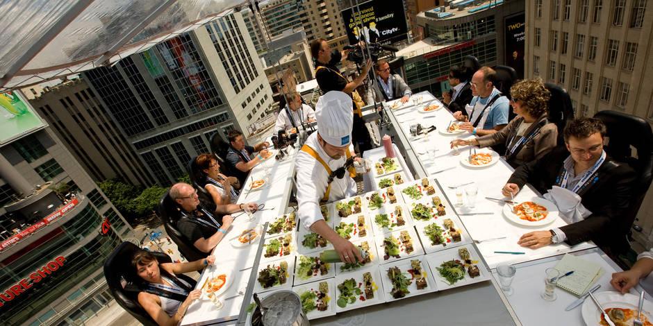 Dinner in the Sky : 10 tables perchées et 10 chefs pour fêter 10 ans d'existence