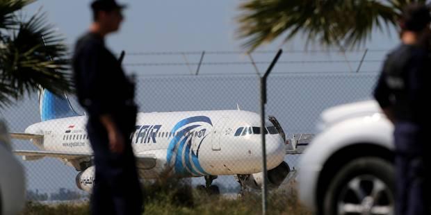 Un Egyptien détourne un avion vers Chypre avec une fausse ceinture d'explosifs (PHOTOS + VIDEO) - La DH