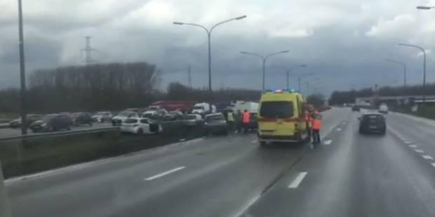 Accident sur le Ring de Bruxelles: environ 15 véhicules concernés, plusieurs blessés (VIDEO) - La DH