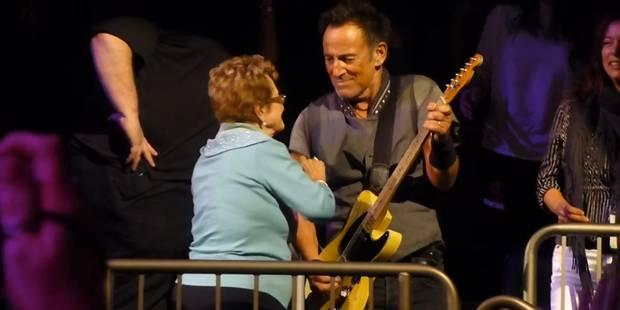 Bruce Springsteen rejoint sa maman dans le public pour une petite danse (VIDEO) - La DH