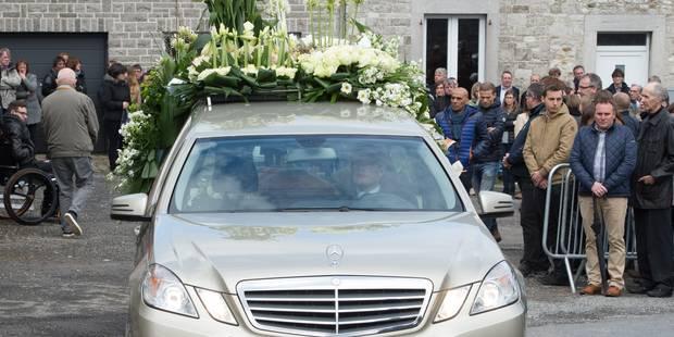 Plus de 500 personnes ont rendu un dernier hommage lundi au coureur Antoine Demoitié (PHOTOS) - La DH