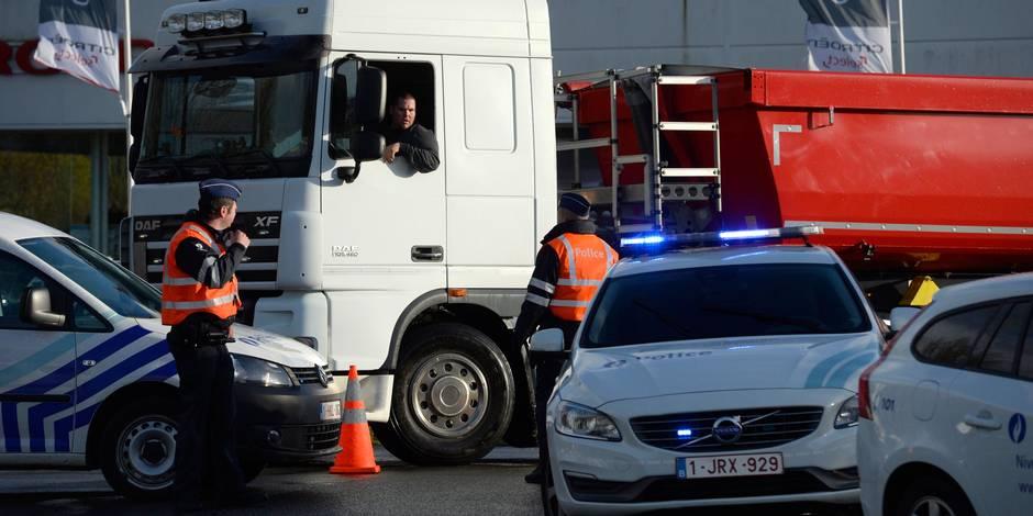 Taxe kilométrique: Un camion français force le barrage filtrant installé par les routiers à Erquelinnes