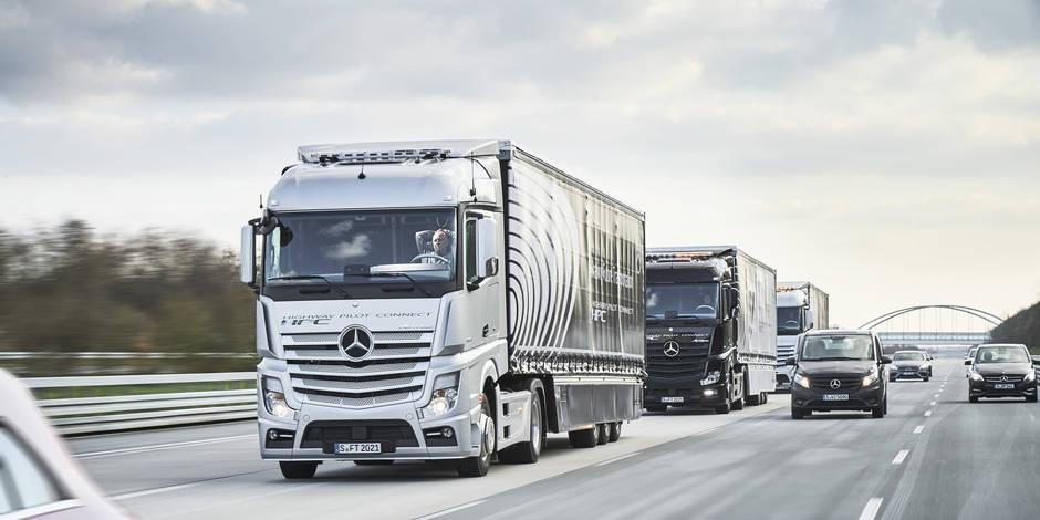 Camions en convoi