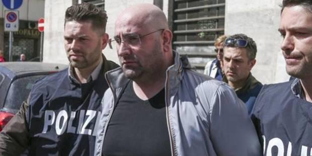 Un chef de la mafia arrêté par des policiers au drôle d'accoutrement - La DH