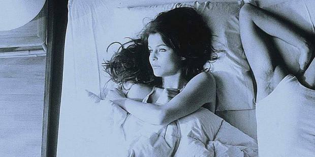 Sommeil : pourquoi dort-on mal ailleurs que dans son lit ? - La DH