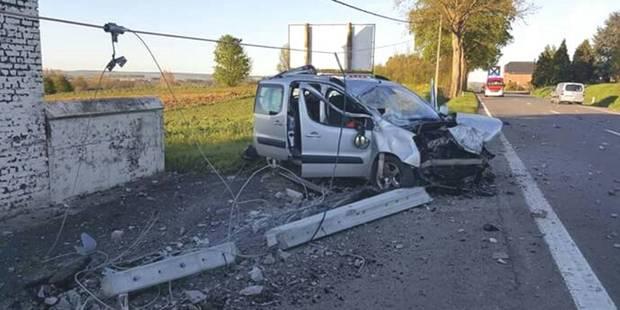 Thuillies: Il cisaille un poteau en béton avec sa voiture - La DH