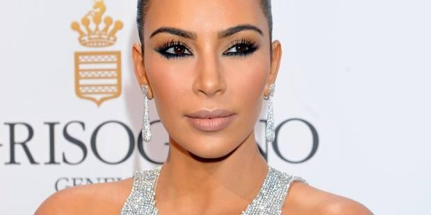 Cannes: Kim Kardashian peine à marcher avec sa robe trop moulante (VIDEO) - La DH