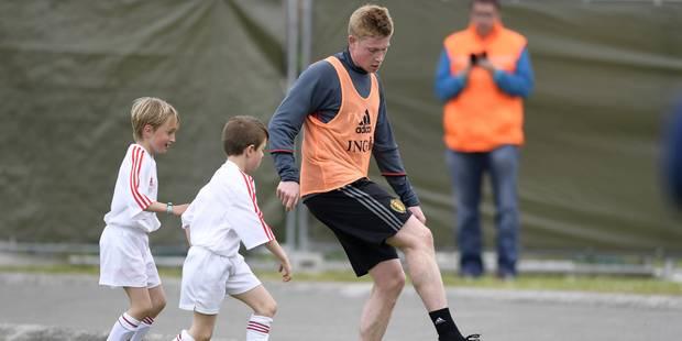 Quand Kevin De Bruyne tape le ballon avec des enfants (VIDEO) - La DH
